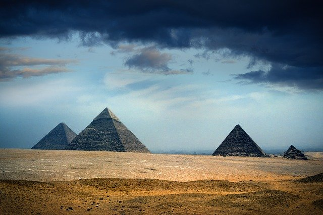 Picture of the pyramids of Giza in Egypt