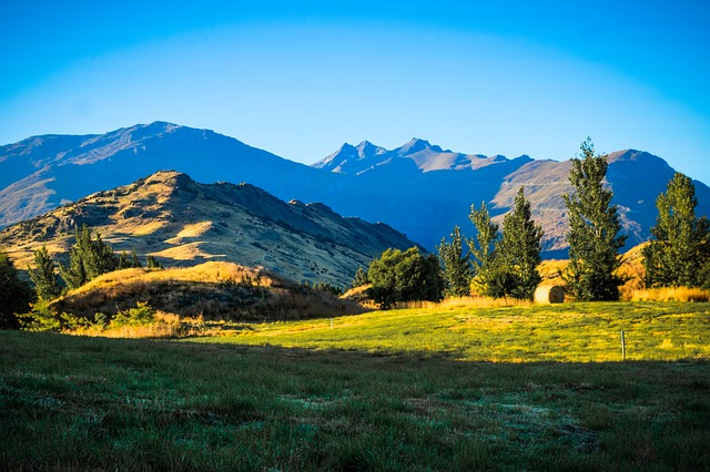 Colorful picture of the mountains near Queenstown New Zealand